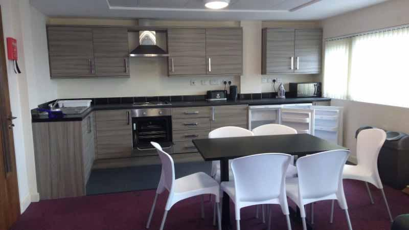 Find Perfect Fully Furnished Lomax Halls House in Stoke on Trent 5 Image
