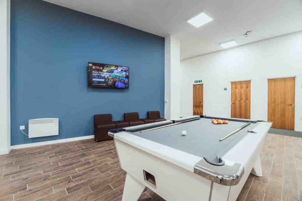 Find Perfect Fully Furnished Lomax Halls House in Stoke on Trent 6 Image