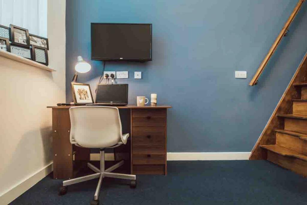 Find Perfect Fully Furnished Lomax Halls House in Stoke on Trent 8 Image