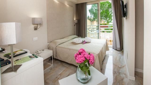 Escape To Lake Garda - Hotel Du Parc Sirmione 3 Image