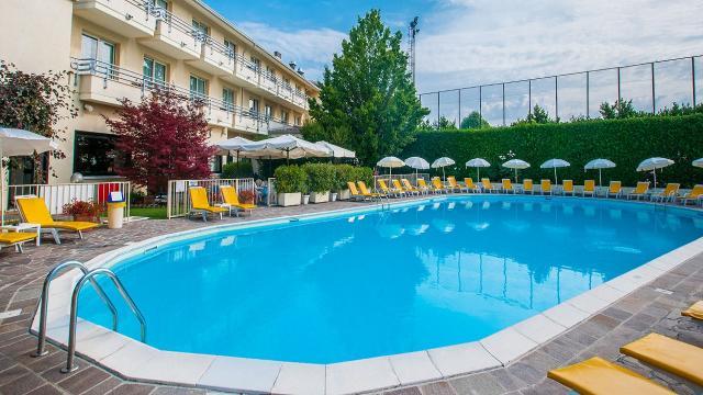 Escape To Lake Garda - Hotel Du Parc Sirmione 4 Image