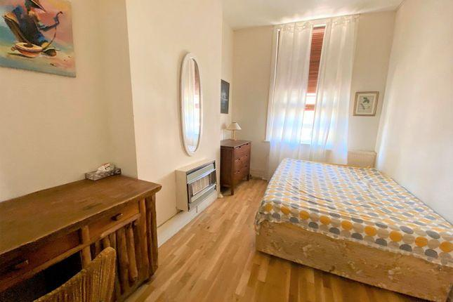 Sweetly 1 bedroom flat 4 Image