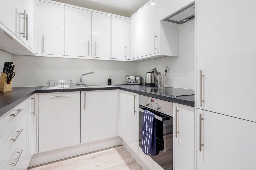 Adequate 1 bedroom flat. 8 Image