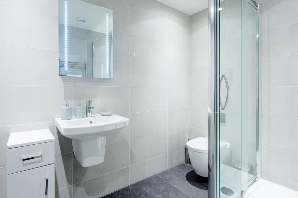 Adequate 1 bedroom flat. 4 Image