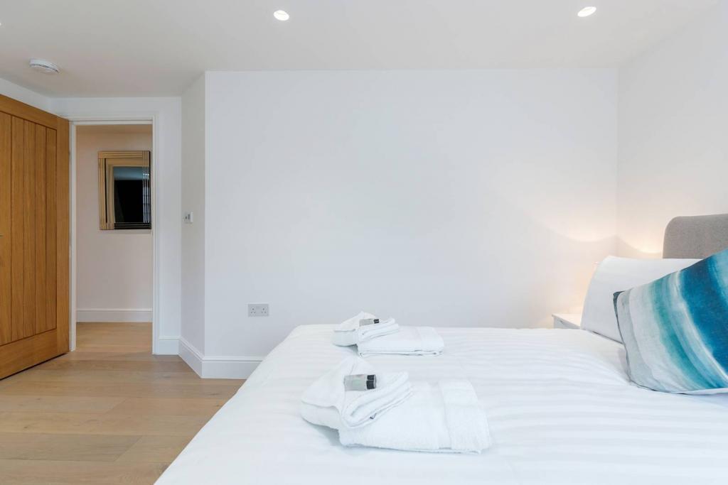 Superb 1 bedroom flat 3 Image