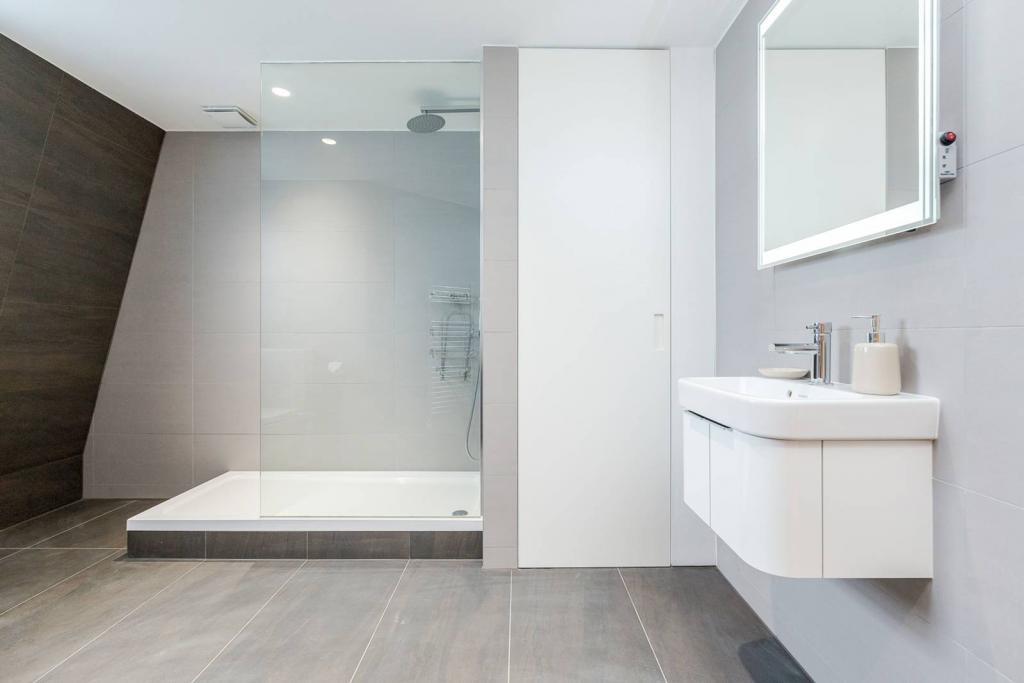 Superb 1 bedroom flat 5 Image