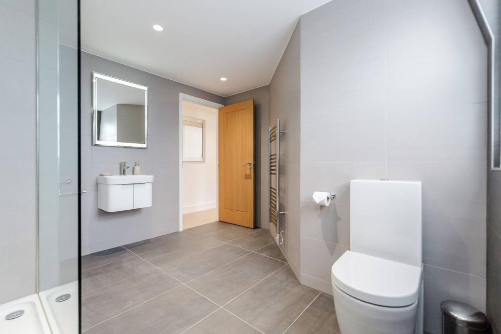 Superb 1 bedroom flat 6 Image