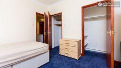 Single bedroom (room 3) - Big 3 bedroom apartment in lively Earl's Court