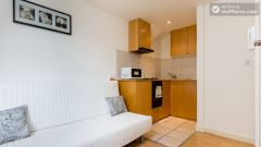 Compact studio apartment in lively Earl's Court