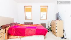 Double Bedroom (Room 6) - Calm 6-Bedroom House in Residential Fulham