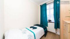 Double Bedroom (Room 201) - Pleasant 6-Bedroom House in Residential Kenton