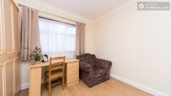 Double Bedroom (Room 201) - Pleasant 6-Bedroom House in Residential Kenton