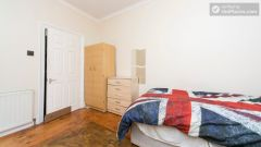 Twin Bedroom (Room 102 - Bed 1) - 5-Bedroom apartment in residential Leyton