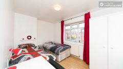 Rooms available - Large 6-Bedroom House in Calm West Ham