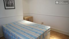 Double Bedroom (Room A) - Pleasant 4-Bedroom house in Mile End