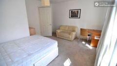 Single Bedroom (Room D) - Pleasant 4-Bedroom house in Mile End