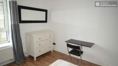 Single Bedroom (Room A) - Pleasant 4-bedroom apartment in residential Poplar