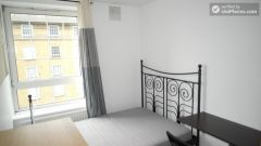 Single Bedroom (Room D) - Pleasant 4-bedroom apartment in residential Poplar