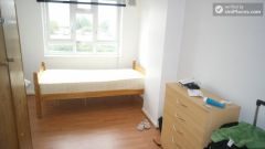 Single Bedroom (Room C) - Bright 6-bedroom apartment near busy Bow Road