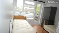 Single Bedroom (Room C) - Bright 6-bedroom apartment near busy Bow Road
