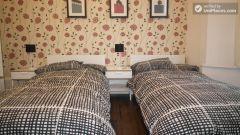 Single Bedroom (Room A) - Huge 6-bedroom house by Millennium Park in Mile End