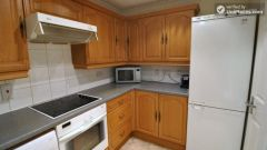 Single Bedroom (Room B) - Large 5-bedroom apartment overlooking Canary Wharf