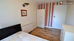 Single Bedroom (Room D) - Large 5-bedroom apartment overlooking Canary Wharf