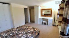 Single Bedroom (Room D) - Large 5-Bedroom Apartm