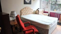 Double Bedroom (Room E) - Colourful 5-bedroom apartment by Victoria Park in East End