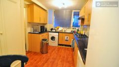 Single Bedroom (Room C) - Colourful 5-bedroom apartment by Victoria Park in East End