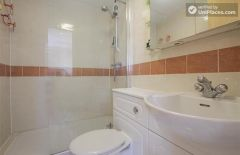 Single Bedroom (Room A) - 3-bedrooms apartment close to peaceful Millwall