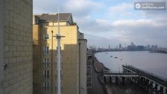 Ensuite Double Bedroom (Room B) - 3-bedrooms apartment close to peaceful Millwall