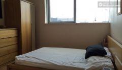 Double Bedroom (Room B) - Comfortable 3-bedroom apartment in lively Poplar