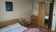 Single Bedroom (Room C) - Comfortable 3-bedroom apartment in lively Poplar