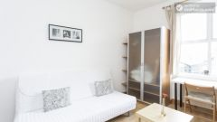 Bright studio apartment in quiet Earl's Court