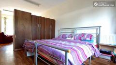 Twin Bedroom (Room B) - 5-Bedroom apartment in green Queen's Park