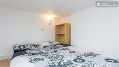 Comfortable studio in residential Earl's Court