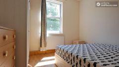 Single Bedroom (Room B) - 4-bedroom apartment in calm, northern Kilburn