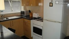 Single Bedroom (Room B) - 5-Bedroom apartment in pleasant Bethnal Green
