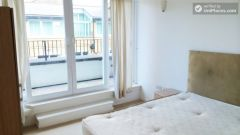 Double Bedroom (Room C) - Bright 3-Bedroom apartment in the Royal Docks