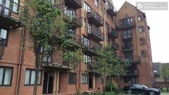 Double Bedroom (Room C) - Bright 3-Bedroom apartment near Canary Wharf