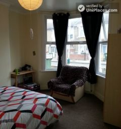 Single Bedroom (Room A) - Spacious 5-Bedroom Hou
