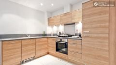Double Ensuite Bedroom (Room 2) - Superb 3-bedroom apartment in modern Limehouse