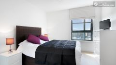 Rooms Available - Superb 3-Bedroom Apartment In