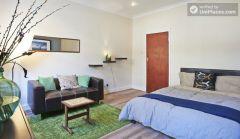 Double Bedroom (Room 3) - Spacious 4-bedroom Victorian house in artsy Shoreditch