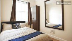 Double Bedroom (Room 4) - Spacious 4-bedroom Victorian house in artsy Shoreditch