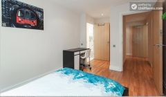Double Bedroom (Room 3) - Modern 3-bedroom apartment in fashionable Hoxton