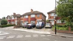 Double Bedroom (Room 1) - Homely 6-bedroom house in suburban Acton