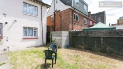 Double Bedroom (Room 4) - Nice 5-Bedroom house with large garden at the border of East Acton