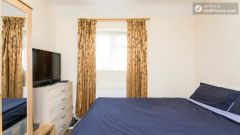 Double Bedroom (Room 1) - 5-Bedroom house with garden near White City